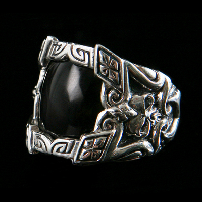 https://www.skullnroses.net/wp-content/uploads/2015/01/dr-021b-knight-silver-ring-2015-ii.jpg