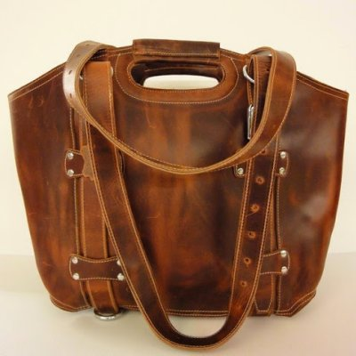 http://www.skullnroses.net/wp-content/uploads/2015/02/HB-3389-dove-road-large-leather-bag-fullgrain-2.jpg