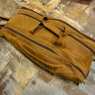 http://www.skullnroses.net/wp-content/uploads/2015/02/leather-tennis-bag-fullgrain_04.jpg