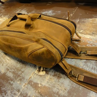 http://www.skullnroses.net/wp-content/uploads/2015/02/leather-tennis-bag-fullgrain_07.jpg