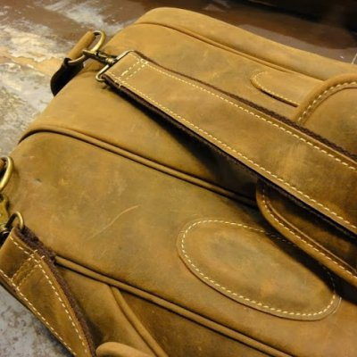http://www.skullnroses.net/wp-content/uploads/2015/02/leather-tennis-bag-fullgrain_12.jpg