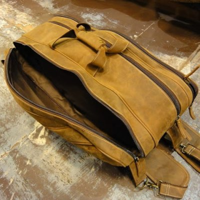 http://www.skullnroses.net/wp-content/uploads/2015/02/leather-tennis-bag-fullgrain_13.jpg
