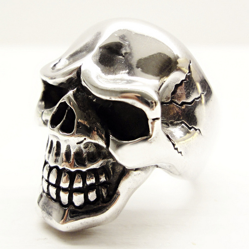 https://www.skullnroses.net/wp-content/uploads/2017/02/rx-011-skull-ring-side.jpg