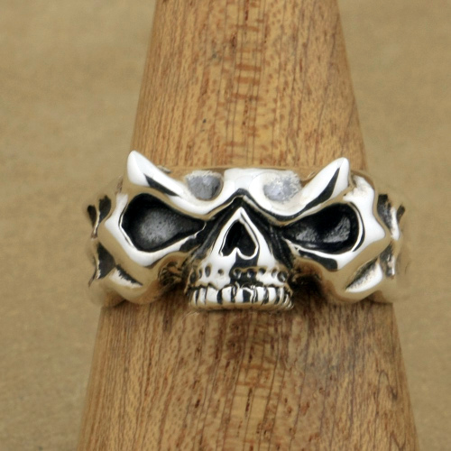 Quarter Length Skull Ring